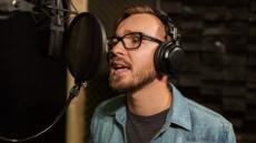 Pub radio, documentaire : je fais votre voix off homme HD